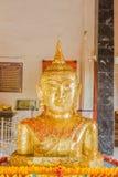 Phuket, Tailandia - de sept. el 12 de 2015: Estatua extraña de Buda en el templo de Pratong Foto de archivo libre de regalías
