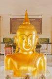 Phuket, Tailandia - de sept. el 12 de 2015: Estatua extraña de Buda en el templo de Pratong Imagenes de archivo