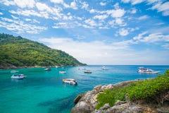 Phuket, Tailandia 21 dicembre: cielo blu di bella vista e chiaro wate Immagine Stock Libera da Diritti