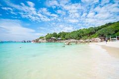 Phuket, Tailandia 21 dicembre: cielo blu di bella vista e chiaro wate Fotografie Stock Libere da Diritti