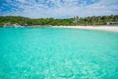 Phuket, Tailandia 21 dicembre: cielo blu di bella vista e chiaro wate Immagini Stock