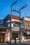 Phuket, Tailandia, diciembre 8,2013: Cables eléctricos sucios Foto de archivo