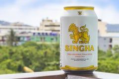 PHUKET, TAILANDIA 20 gennaio 2018 - una nuova bottiglia dell'originale della birra di Singha Immagine Stock