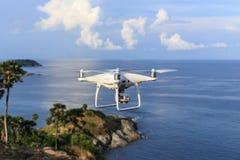 PHUKET, TAILANDIA - 9 MAGGIO: Wi del fantasma 4 di Dji del quadcopter del fuco pro Immagini Stock