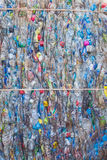 PHUKET, TAILANDIA - 3 MARZO: Bottiglie di plastica schiacciate ad un recycl Immagine Stock