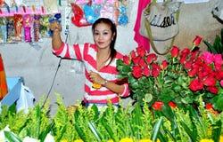 Phuket, Tailandia: Mujer que vende rosas Imagen de archivo libre de regalías
