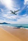 Phuket, Tailandia - 25 novembre 2016: atterraggio piano Immagini Stock Libere da Diritti