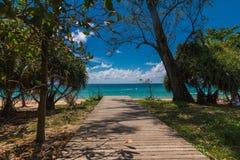 Phuket, Tailandia, opinión sobre la playa de Karon fotos de archivo