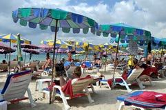 Phuket, Tailândia: Praia de Patong Imagem de Stock Royalty Free