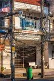 Phuket, Tajlandia, Grudzień 8,2013: Upaćkani elektryczni kable Zdjęcie Stock