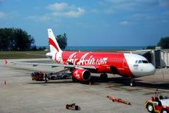 Phuket, Thaïlande : Avion à réaction d'Air Asia à l'aéroport Images stock