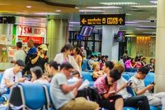 Phuket, Thaïlande - 21 février 2017 : Après arrivé, foule de Photo libre de droits