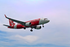 Phuket, Thaïlande 2 février 2017 Repérage d'Air Asia HS-BBL au-dessus de mA Image libre de droits