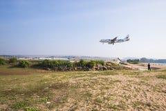PHUKET, THAÏLANDE - 9 FÉVRIER 2016 : vol d'avion Photographie stock