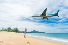 PHUKET, Thaïlande - 23 octobre 2017 : Avion de voies aériennes de Pegas Photos libres de droits