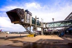 PHUKET, THAÏLANDE - 20 octobre 2015 : L'aerobridge de bâtiment chez Phuk Image stock