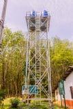 Phuket Thailand - April 1, 2018: Lokalt torn för stålvattenbehållare, förbi Arkivfoton