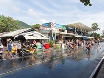 Phuket, Thailand - April 13, 2017: Viering van het Thaise Boeddhistische Nieuwjaar - Songkran Royalty-vrije Stock Afbeeldingen