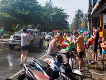 Phuket, Thailand - April 13, 2017: Viering van het Thaise Boeddhistische Nieuwjaar - Songkran Stock Afbeelding