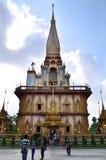 PHUKET THAILAND - APRIL 15, 2014: Wat Chaitharam eller Wat Charon Arkivfoto