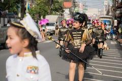 PHUKET, THAILAND - 26. AUGUST: Parade des fantastischen Schulkindes auf Augus Stockbild