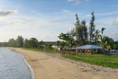 PHUKET, THAILAND - AUGUSTUS 05, 2013: kust tussen Phuket en Royalty-vrije Stock Afbeeldingen