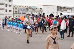 PHUKET, THAILAND - 26 AUGUSTUS: Parade van buitensporig schoolkind op Augus Royalty-vrije Stock Fotografie
