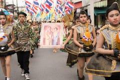 PHUKET, THAILAND - 26 AUGUSTUS: Parade van buitensporig schoolkind op Augus Stock Foto