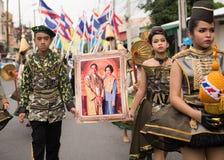 PHUKET, THAILAND - 26 AUGUSTUS: Parade van buitensporig schoolkind op Augus Royalty-vrije Stock Foto