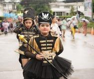 PHUKET, THAILAND - 26 AUGUSTUS: Parade van buitensporig schoolkind op Augus Stock Afbeeldingen