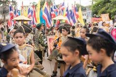 PHUKET, THAILAND - 26 AUGUSTUS: Parade van buitensporig schoolkind op Augus Stock Afbeelding