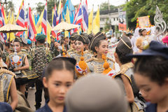 PHUKET, THAILAND - 26 AUGUSTUS: Parade van buitensporig schoolkind op Augus Royalty-vrije Stock Afbeeldingen