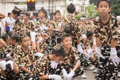 PHUKET, THAILAND - 26 AUGUSTUS: Parade van buitensporig schoolkind op Augus Royalty-vrije Stock Afbeelding