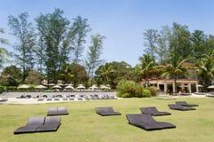 PHUKET, THAILAND - AUGUSTUS 05, 2013: pool en cocktailbar in Ren Stock Foto