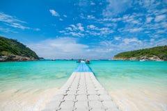 Phuket Thailand-DEC 21: blå himmel för härlig sikt och klar wate Royaltyfri Foto