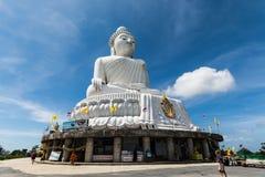 PHUKET, THAILAND - 4 DEC: Het marmeren standbeeld van Grote Boedha Royalty-vrije Stock Afbeeldingen