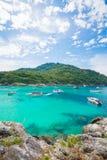 Phuket, 21 Thailand-Dec: mooie menings blauwe hemel en duidelijke wate Stock Foto's