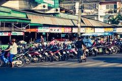 Phuket Thailand, December 8,2013: Många motorbikikes på parkeringen Arkivfoto
