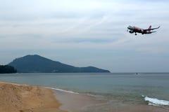 Phuket, Thailand - 2. Februar 2017: Strand nahe dem Flughafen, Winkel des Leistungshebels Stockbild