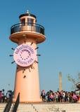 PHUKET, THAILAND - 16. FEBRUAR: Viel sind Tourist an chalong Pier Lizenzfreie Stockfotos