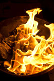 Phuket, 10 Thailand-februari:: Chinees Nieuwjaar - de mensen brandden vervalsing Stock Foto