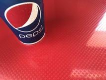 Phuket, Thailand - 26. Januar 2018: Pepsi-Papierschalenumhüllung in KFC-Schnellrestaurant Stockfoto