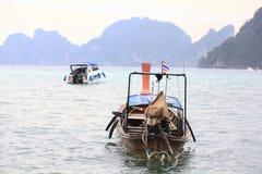 Phuket, THAILAND - JANUARI 05: landschaps van de overzeese de boot Azië kajakexcursie op 05 JANUARI, 2015 Stock Fotografie