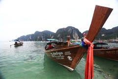 Phuket, THAILAND - JANUARI 05: landschaps van de overzeese de boot Azië kajakexcursie op 05 JANUARI, 2015 Stock Afbeelding