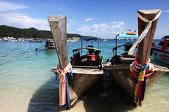 Phuket, THAILAND - JANUARI 05: landschaps van de overzeese de boot Azië kajakexcursie op 05 JANUARI, 2015 Stock Foto