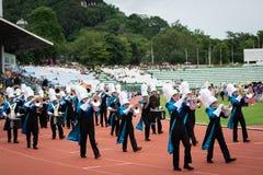PHUKET THAILAND - JULI 12, 2018: Marschmusikbandet ståtar av stude Royaltyfri Foto