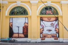Phuket Thailand - Maj 7, 2016: Ett vägg- konstverk av ett iconic tecken 'Mardi', en unge i en kanindräkt av Alex Face Arkivfoton
