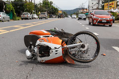 PHUKET, THAILAND - 3. NOVEMBER: Van accident auf der Straße und dem cra Stockfotografie