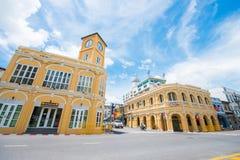Phuket Thailand - Oktober 12, 2017: Byggnad med nolla för klockatorn Royaltyfria Foton