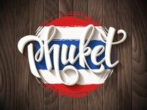 Phuket-Vektorbeschriftung und thailändische Staatsflagge Lizenzfreie Stockbilder